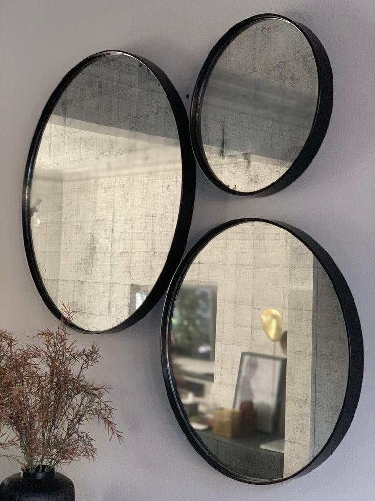 Set of Art Deco Style Eros Round Mirror with White Gold Mirror Black For Sale 6
