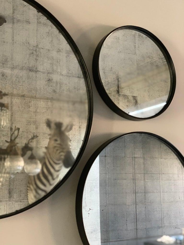 Set of Art Deco Style Eros Round Mirror with White Gold Mirror Black For Sale 7
