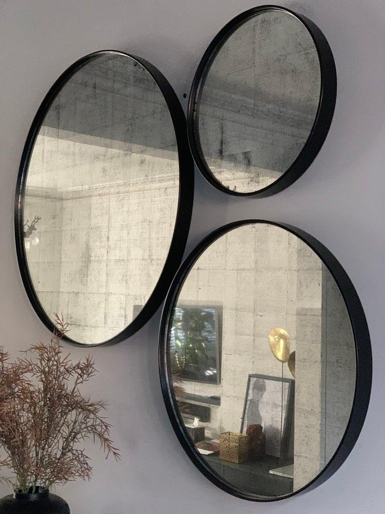 British Set of Art Deco Style Eros Round Mirror with White Gold Mirror Black For Sale