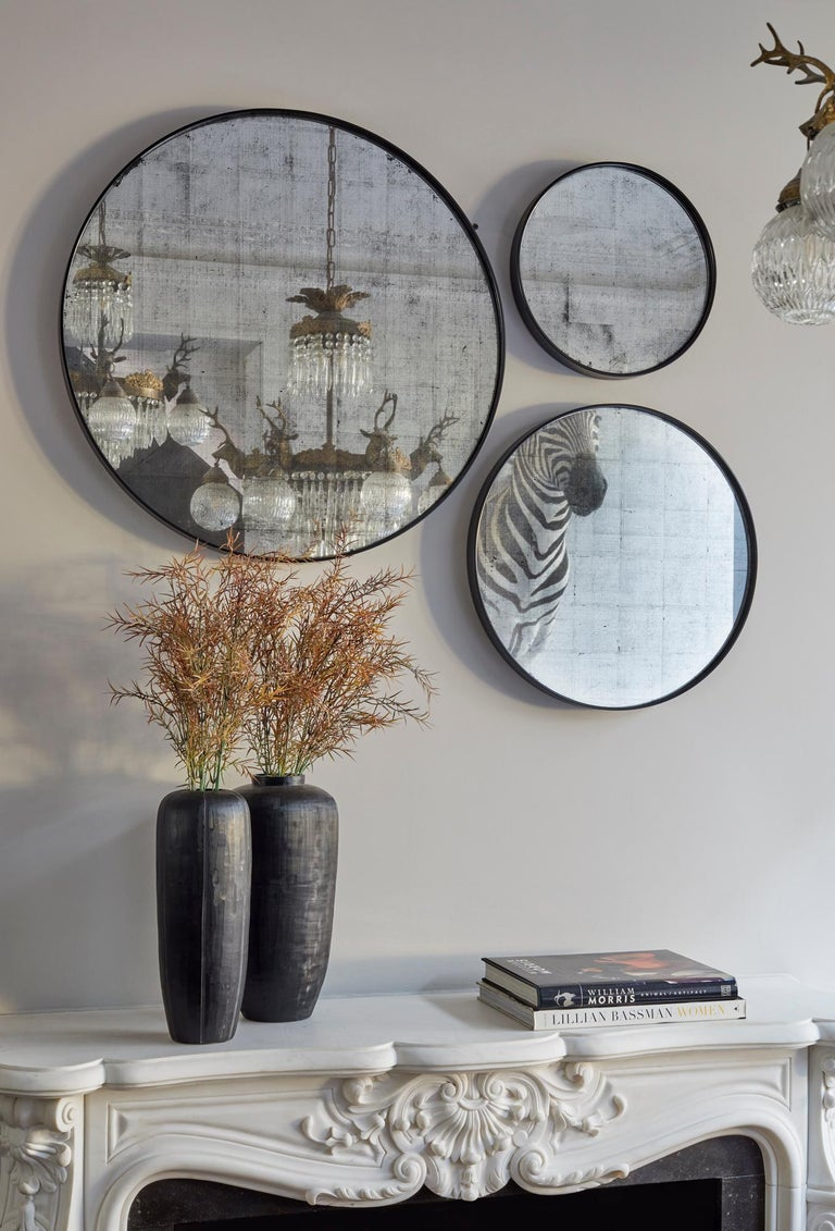 Beveled Set of Art Deco Style Eros Round Mirror with White Gold Mirror Black For Sale