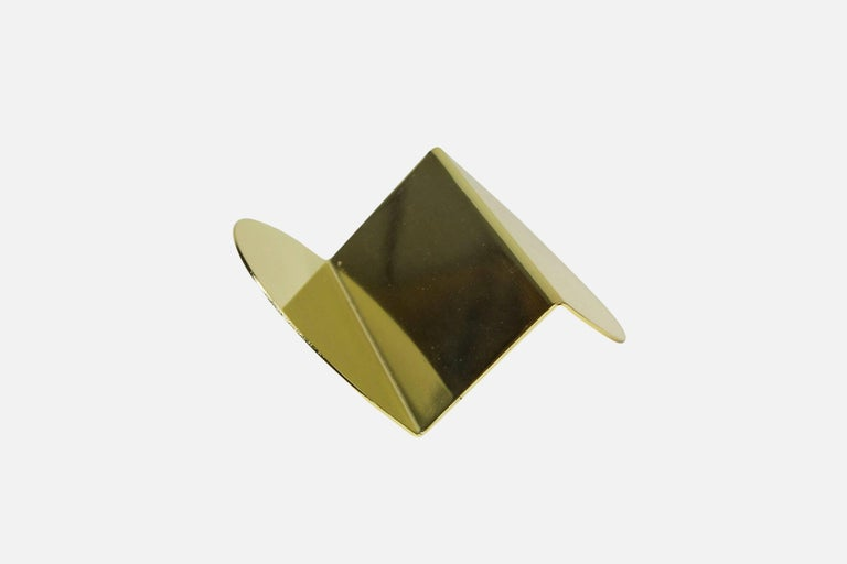 This listing includes a desktop set of our pen brick and wave business card holder in a matching brass finish.  A scaled down version of one of the most ubiquitous construction materials, the pen brick makes a perfect pen holder or paperweight.