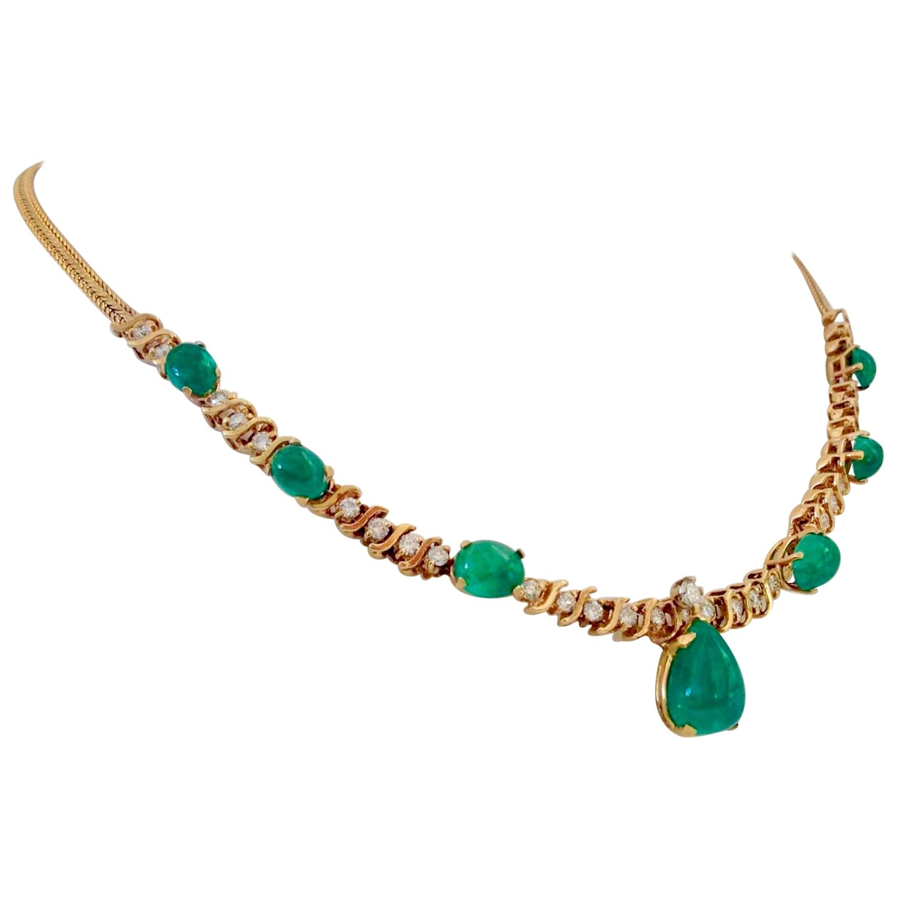 Suite Colombian Emerald Diamond Necklace and Earrings 16.7 Carat