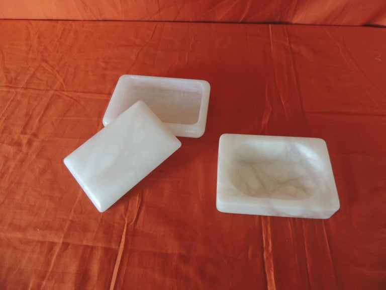 Mid-Century Modern Set of Covered Box and Dish Italian Alabaster Decorative Accessories For Sale
