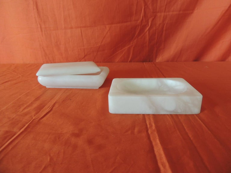 Set of Covered Box and Dish Italian Alabaster Decorative Accessories In New Condition For Sale In Fort Lauderdale, FL