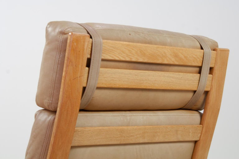 Set of Danish High Back Lounge Chairs in Tan Leather and Oak, 1960s Komfort For Sale 4