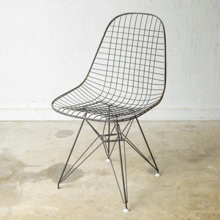 Set of Eames for Herman Miller Wire DKR Chairs, circa 1950 For Sale 12