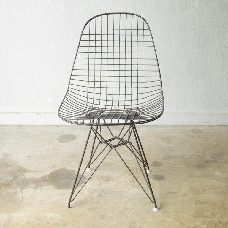 Set of Eames for Herman Miller Wire DKR Chairs, circa 1950 For Sale 13