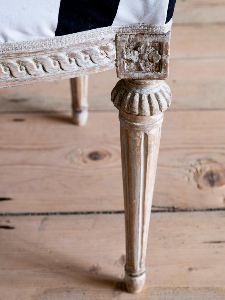 Hand-Carved Set of Eight 18th Century Gustavian Dining Chairs For Sale