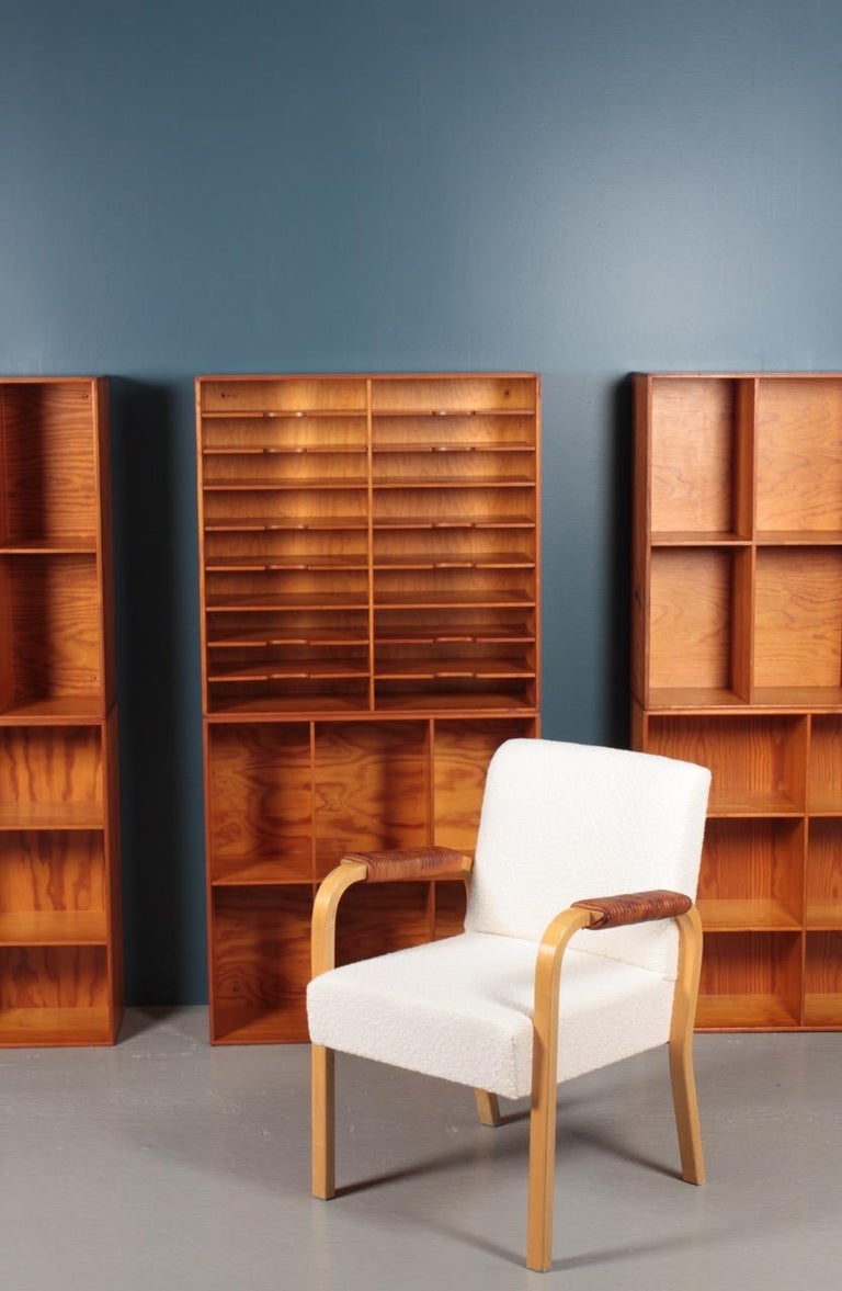 Set of Eight Bookcases in Pine by Mogens Koch, Danish Design, Midcentury, 1950s For Sale 6
