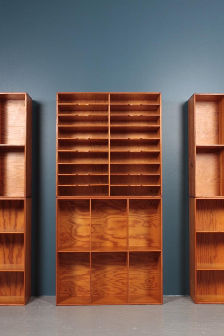 Set of Eight Bookcases in Pine by Mogens Koch, Danish Design, Midcentury, 1950s For Sale 4