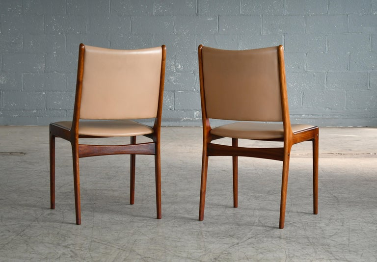 Set of Eight Danish Dining Chairs in Rosewood and Tan Leather by Johs Andersen For Sale 5