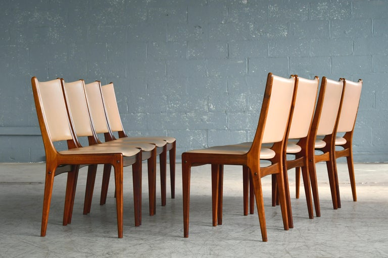 Mid-Century Modern Set of Eight Danish Dining Chairs in Rosewood and Tan Leather by Johs Andersen For Sale