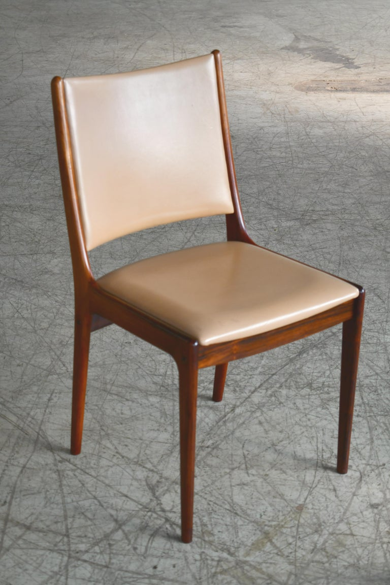 Set of Eight Danish Dining Chairs in Rosewood and Tan Leather by Johs Andersen For Sale 3
