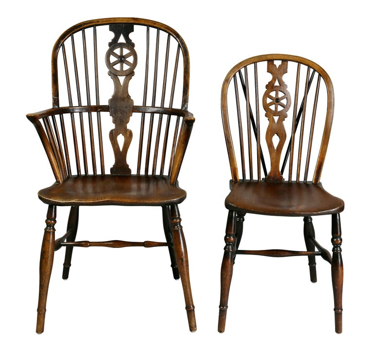 Set of Eight Elm And Oak Windsor Dining Chairs In Good Condition For Sale In Essex, MA