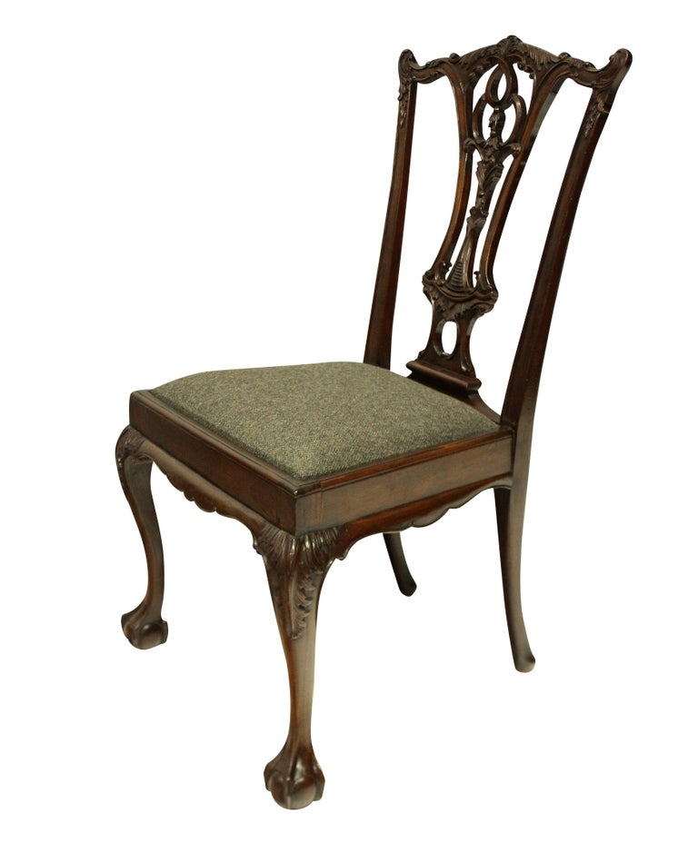 Set of Eight English Chippendale Style Carved Mahogany Dining Chairs In Good Condition In London, GB