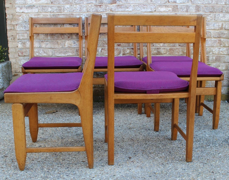 Mid-20th Century Set of Eight French Oak Dining Chairs by Guillerme et Chambron For Sale