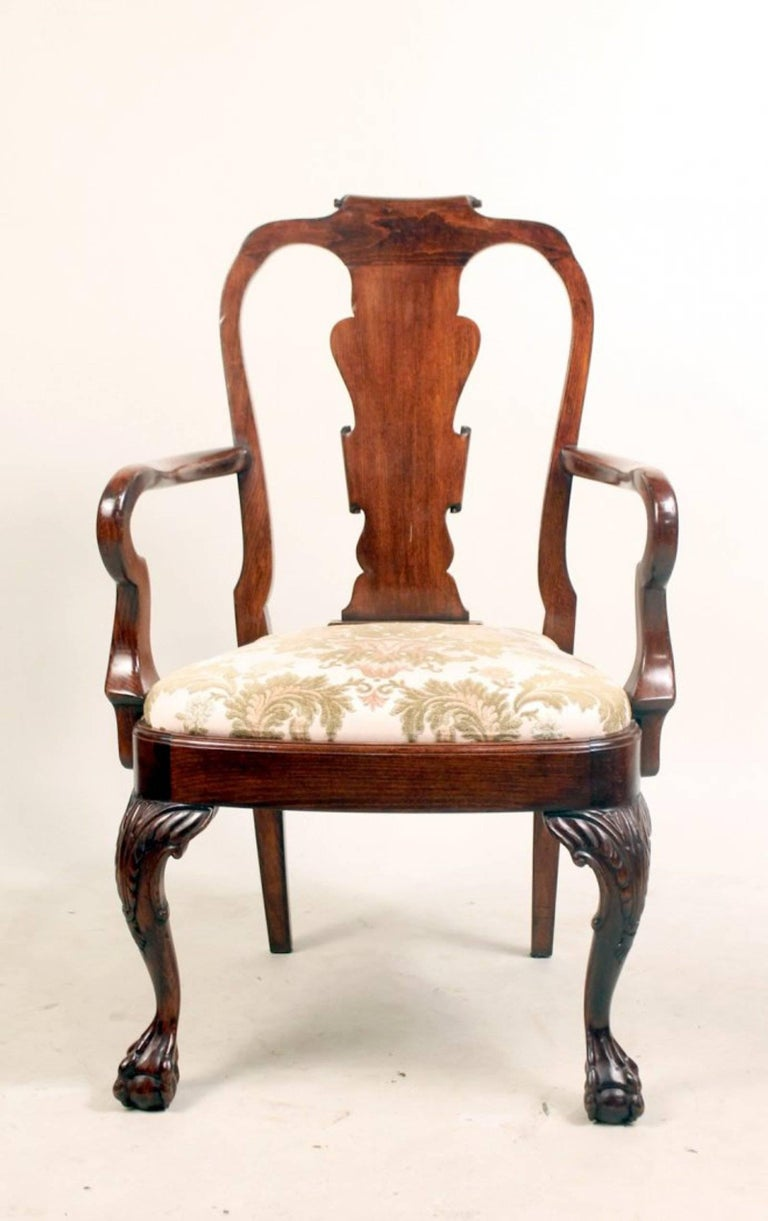 Set of Eight George I Style Carved Mahogany Dining Chairs In Good Condition For Sale In Bridgeport, CT