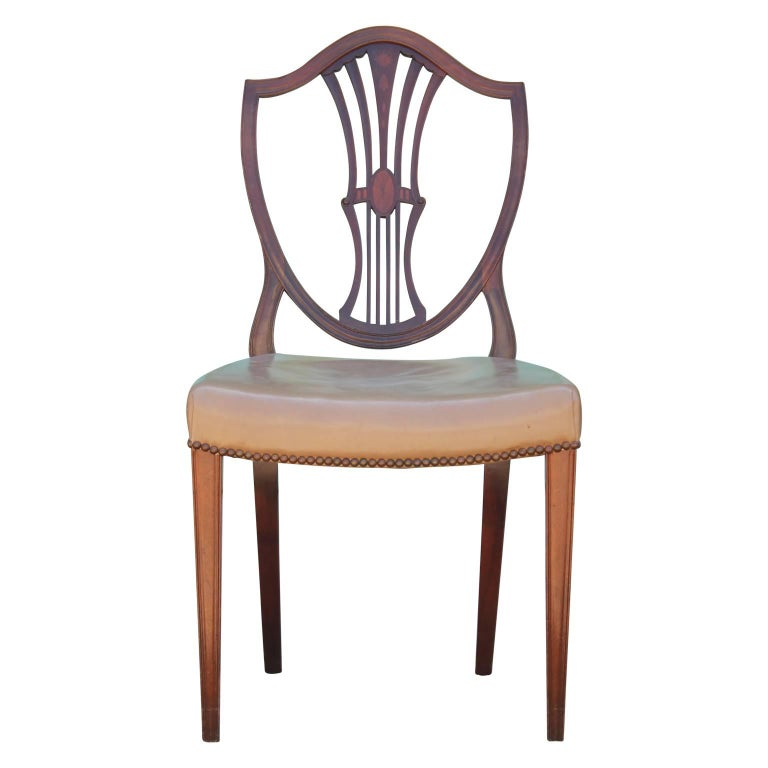 Set of Eight George III Hepplewhite Mahogany Shield Back Dining Chairs Leather  In Good Condition For Sale In Houston, TX