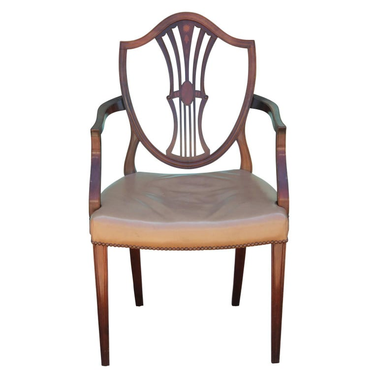 Set of Eight George III Hepplewhite Mahogany Shield Back Dining Chairs Leather  For Sale 2