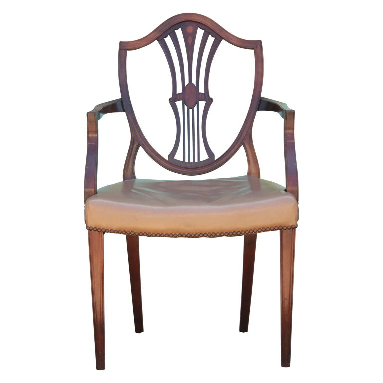 Set of Eight George III Hepplewhite Mahogany Shield Back Dining Chairs Leather  For Sale 3