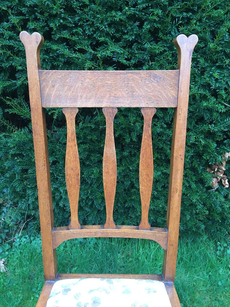 Set of Eight Golden Oak Arts & Crafts Dining Chairs Retaining the Original Label For Sale 4