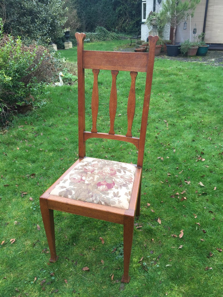 Set of Eight Golden Oak Arts & Crafts Dining Chairs Retaining the Original Label For Sale 6