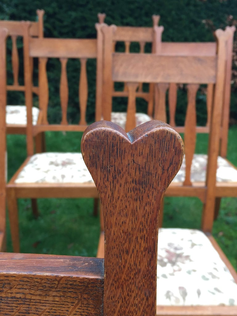 Set of Eight Golden Oak Arts & Crafts Dining Chairs Retaining the Original Label For Sale 7