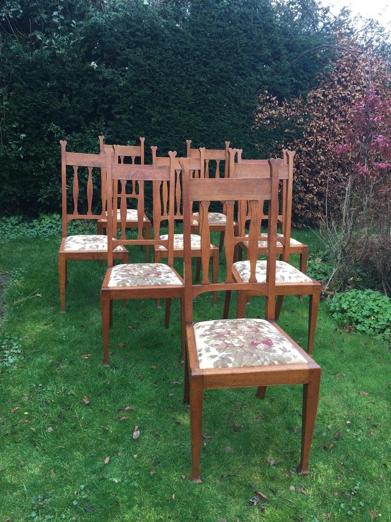 Arts and Crafts Set of Eight Golden Oak Arts & Crafts Dining Chairs Retaining the Original Label For Sale