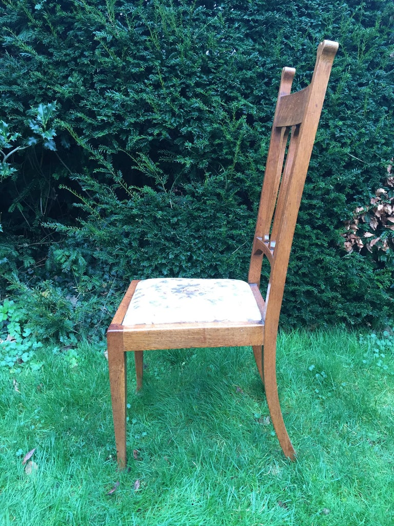 Set of Eight Golden Oak Arts & Crafts Dining Chairs Retaining the Original Label In Good Condition For Sale In London, GB