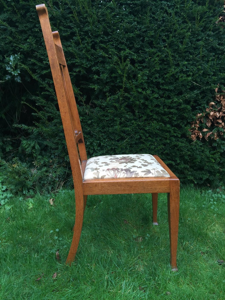 Set of Eight Golden Oak Arts & Crafts Dining Chairs Retaining the Original Label For Sale 1
