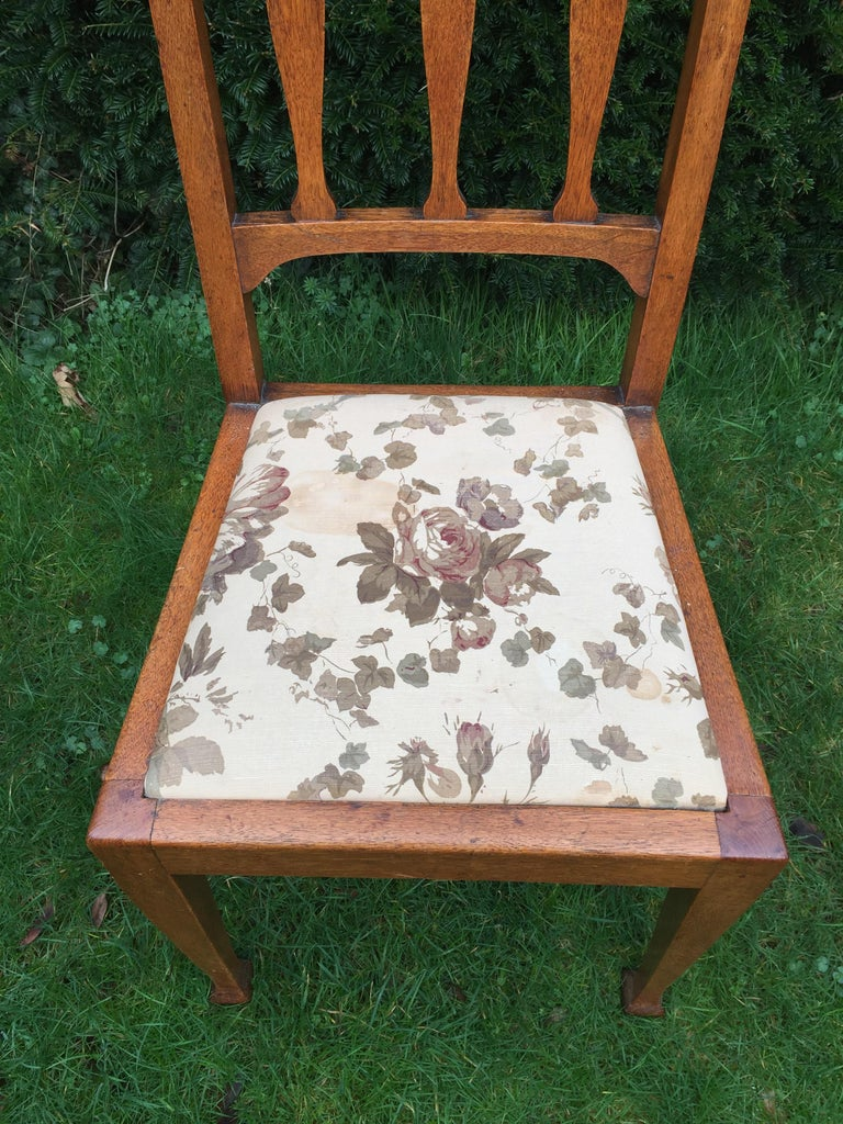 Set of Eight Golden Oak Arts & Crafts Dining Chairs Retaining the Original Label For Sale 2