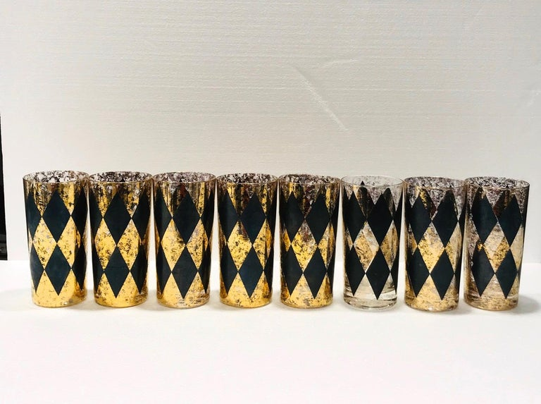Mid-20th Century Set of Eight Hollywood Regency Barware Glasses in Gold and Black, 1960s For Sale