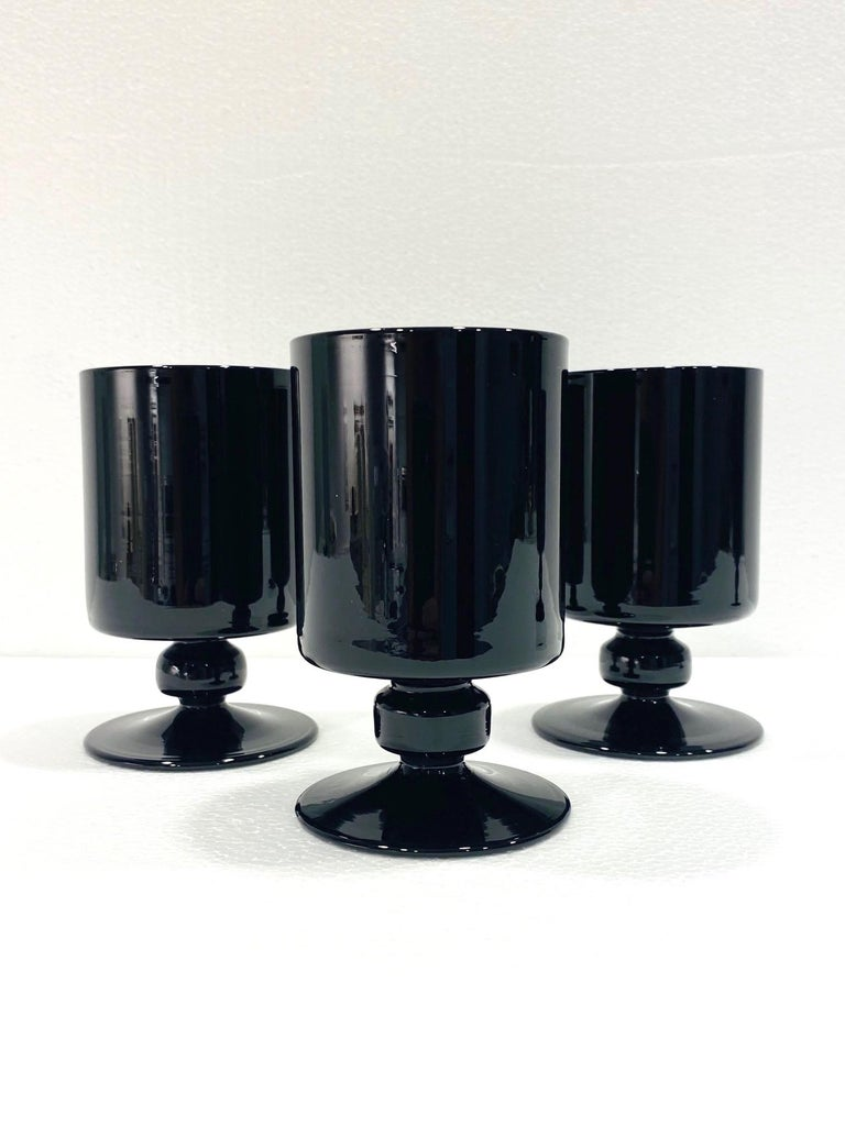 Set of Eight Hollywood Regency Black Opaque Crystal Stemware Glasses circa 1980s For Sale 1