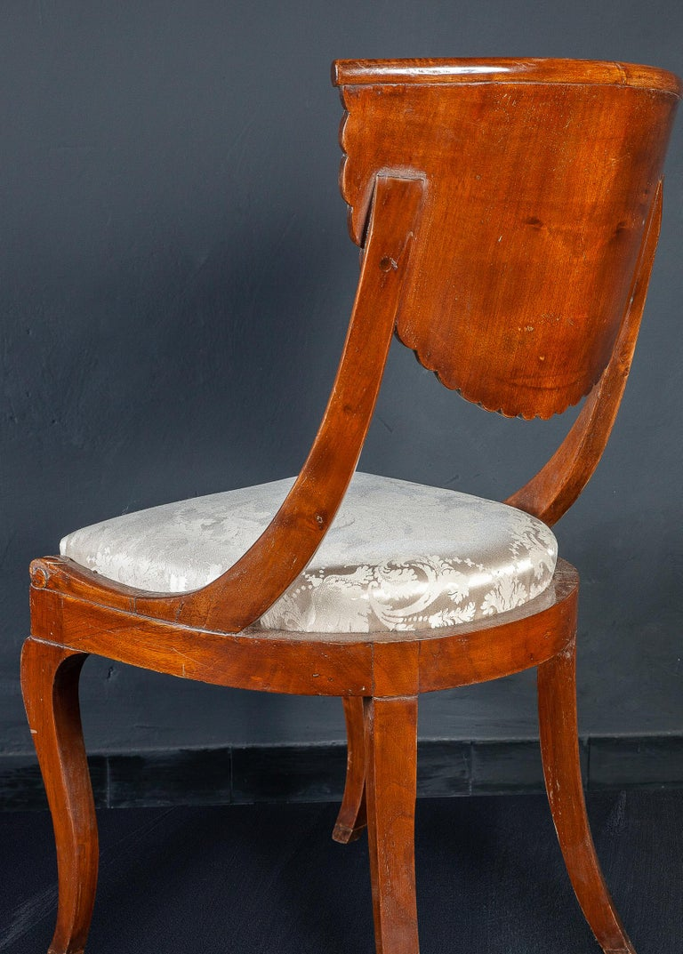 Set of Eight Italian Chairs and a Pair of Armchairs In Good Condition For Sale In Rome, IT