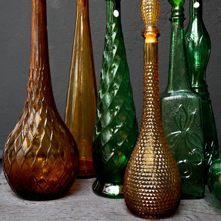 Set of Eight Large Vintage Amber and Green Glass Empoli 'Genie' Decanters In Good Condition For Sale In Haarlem, NL