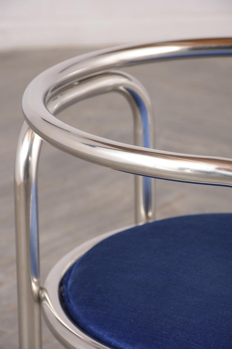 Set of Modern Barrel Back Chairs In Good Condition For Sale In Los Angeles, CA