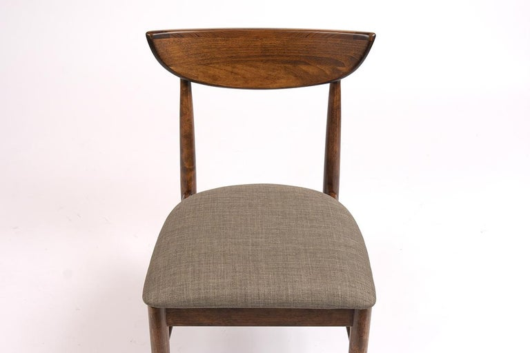 Set of Eight Mid-Century Modern Dining Chairs For Sale 1