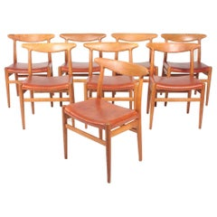 Set of Eight Midcentury Side Chairs in Oak and Patinated Leather by Hans Wegner