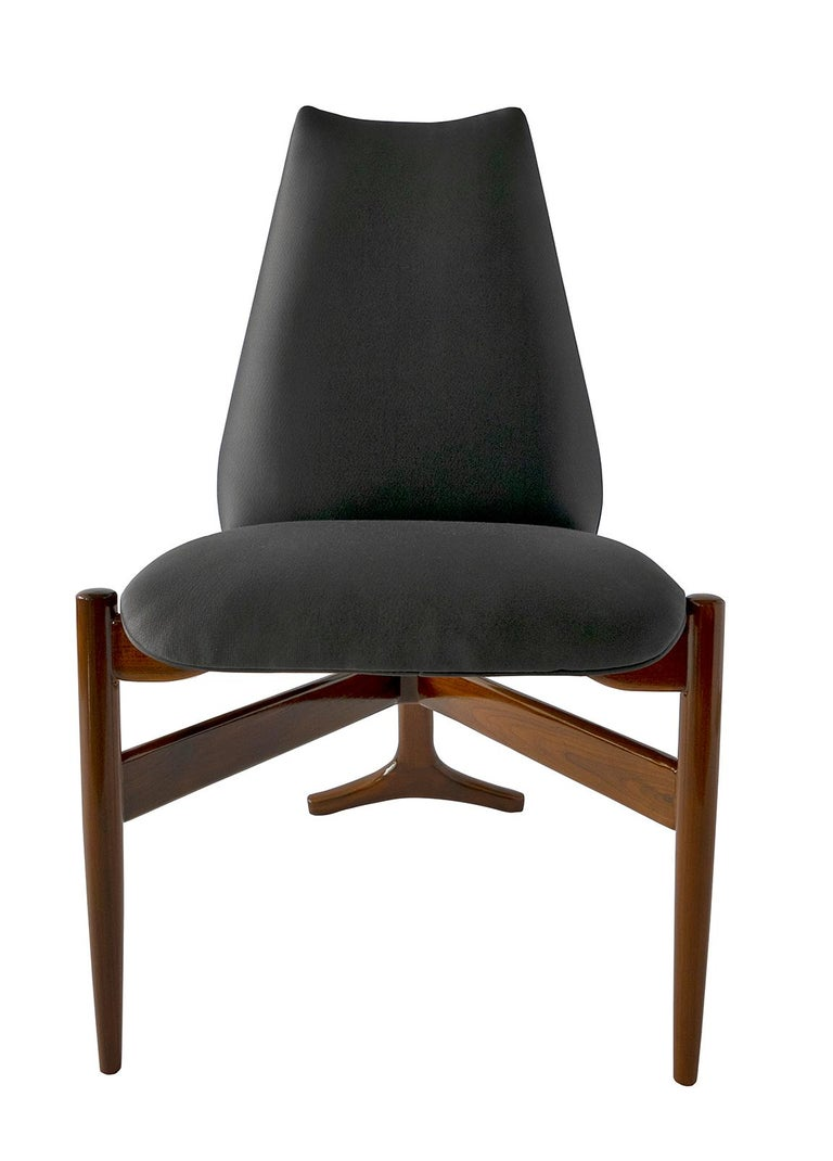 Mid-20th Century Set of 12 Italian Modern Chairs by Giuseppe Scapinelli For Sale