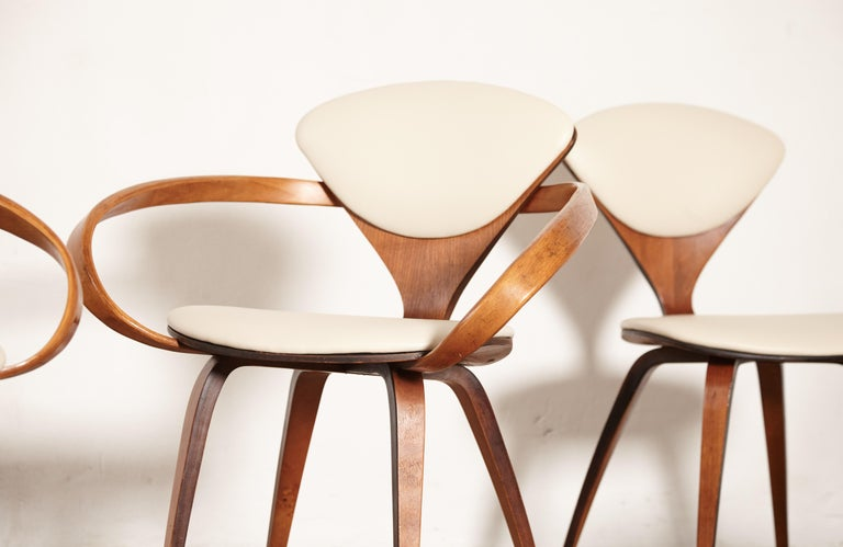 Set of Eight Norman Cherner Dining Chairs, Plycraft, USA, 1960s For Sale 1