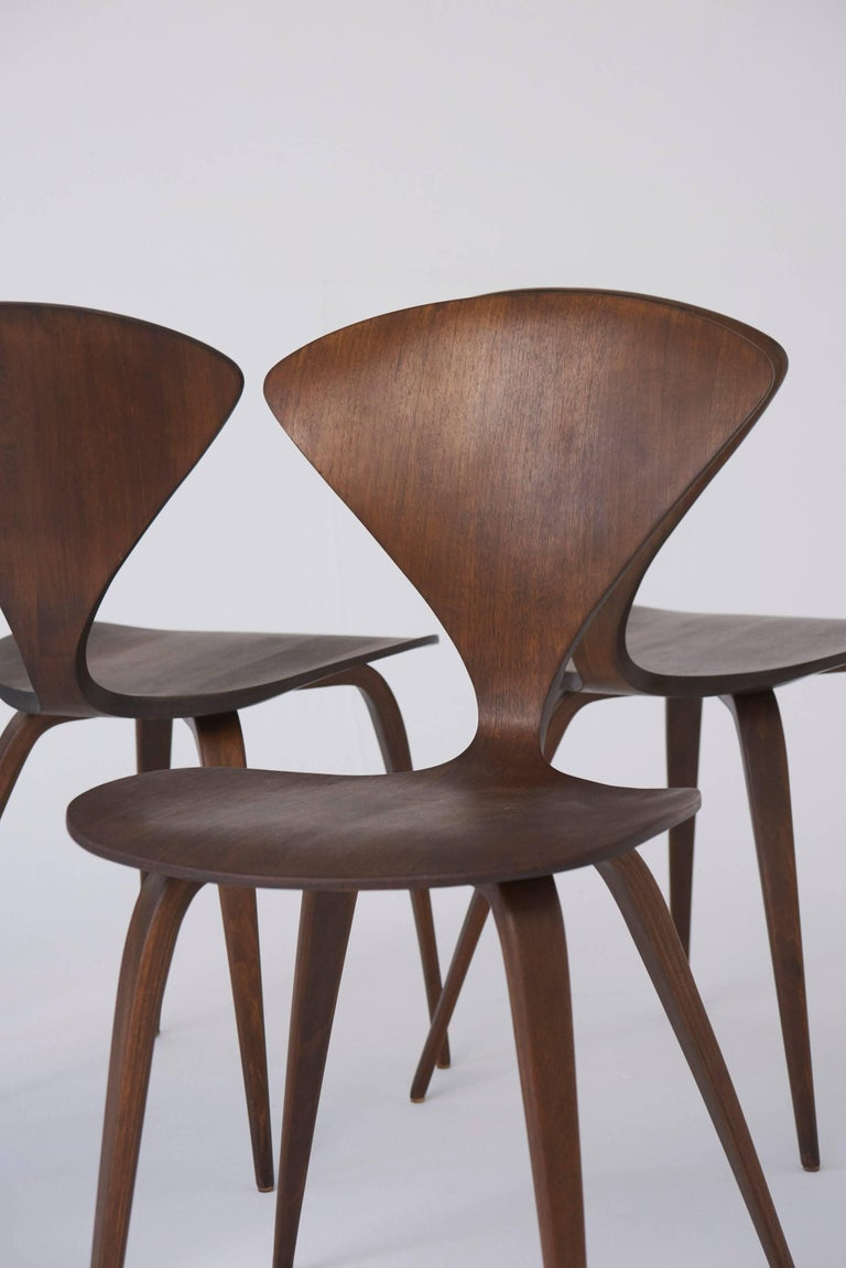 Set of Eight Norman Cherner Dining Chairs, Made by Plycraft in the USA, 1960s For Sale 1