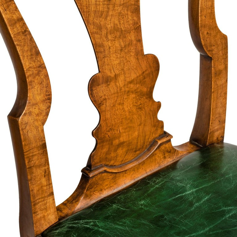 Early 20th Century Set of Eight Queen Anne Style Walnut and Figured Elm Vase Splat Dining Chairs For Sale