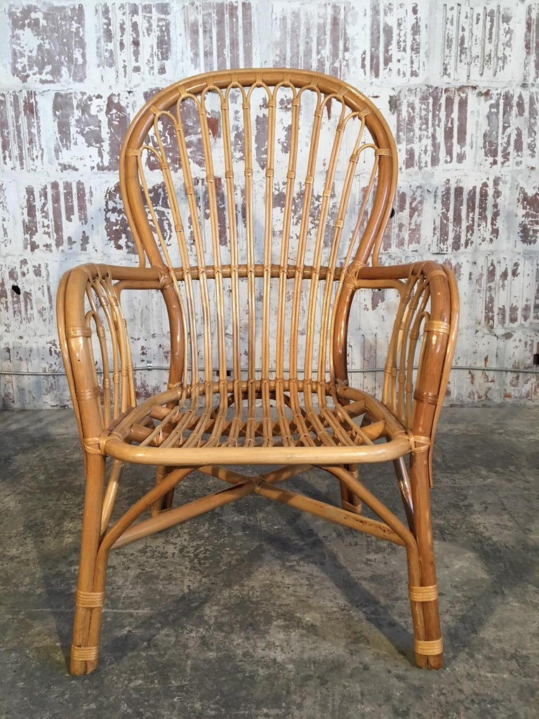 Set of Eight Rattan Fan Back Dining Chairs In Good Condition For Sale In Jacksonville, FL