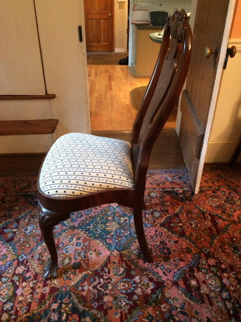 Set of Eight Regal Queen Anne Style Mahogany Dining Chairs For Sale 3
