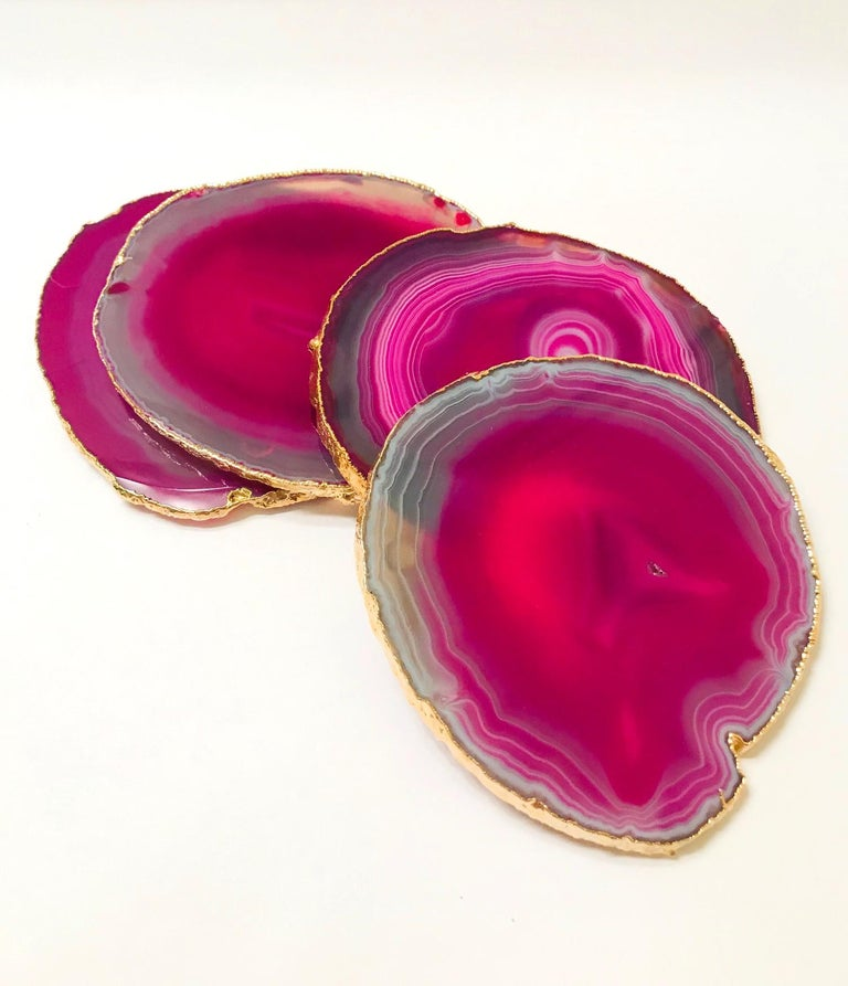Organic modern agate and crystal coasters in gradient hot pink with grey and taupe accents. The set features polished fronts with natural rough edges with 24-karat gold-plated finish. No two pieces are alike. Make beautiful accessories to any coffee