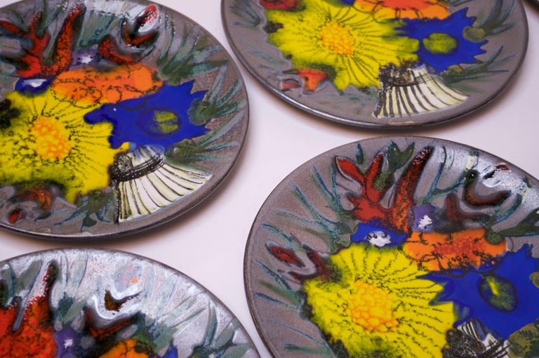 Set of Eight Vintage French Porcelain Enamel 'Floral' Cake Plates In Excellent Condition For Sale In Brooklyn, NY