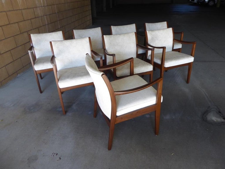 Mid-Century Modern Set of Eight Walnut Dining Chairs by Johnson Chair Co. circa 1950s For Sale