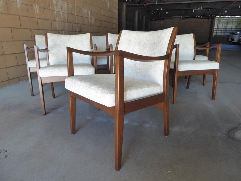 Set of Eight Walnut Dining Chairs by Johnson Chair Co. circa 1950s In Good Condition For Sale In Palm Springs, CA