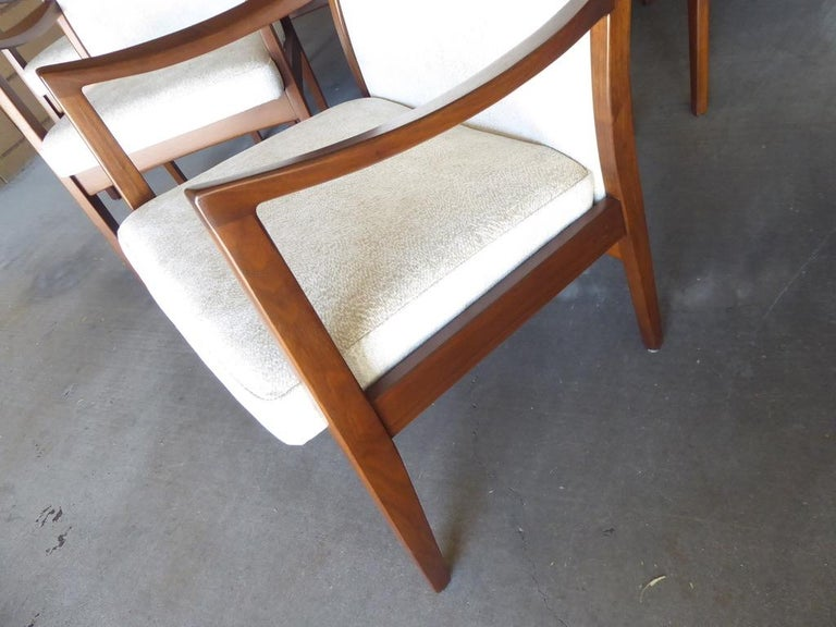 Mid-20th Century Set of Eight Walnut Dining Chairs by Johnson Chair Co. circa 1950s For Sale