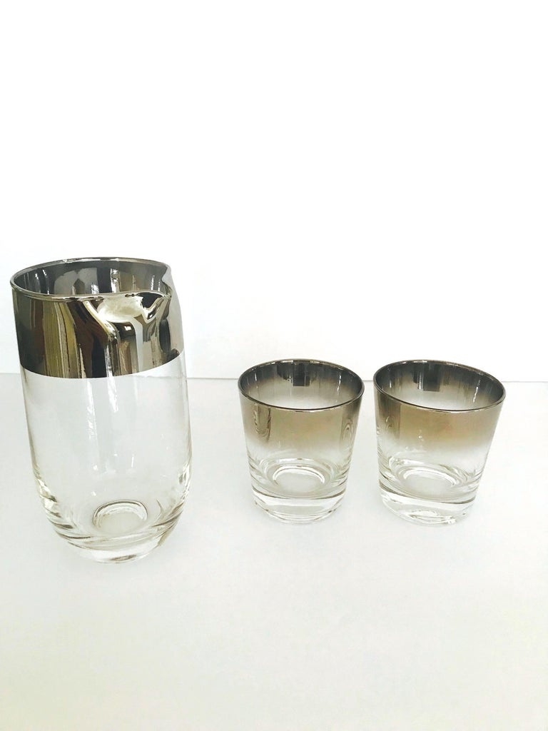 Set of Eight Whiskey Barware Glasses and Martini Shaker by Dorothy Thorpe, 1960s For Sale 3